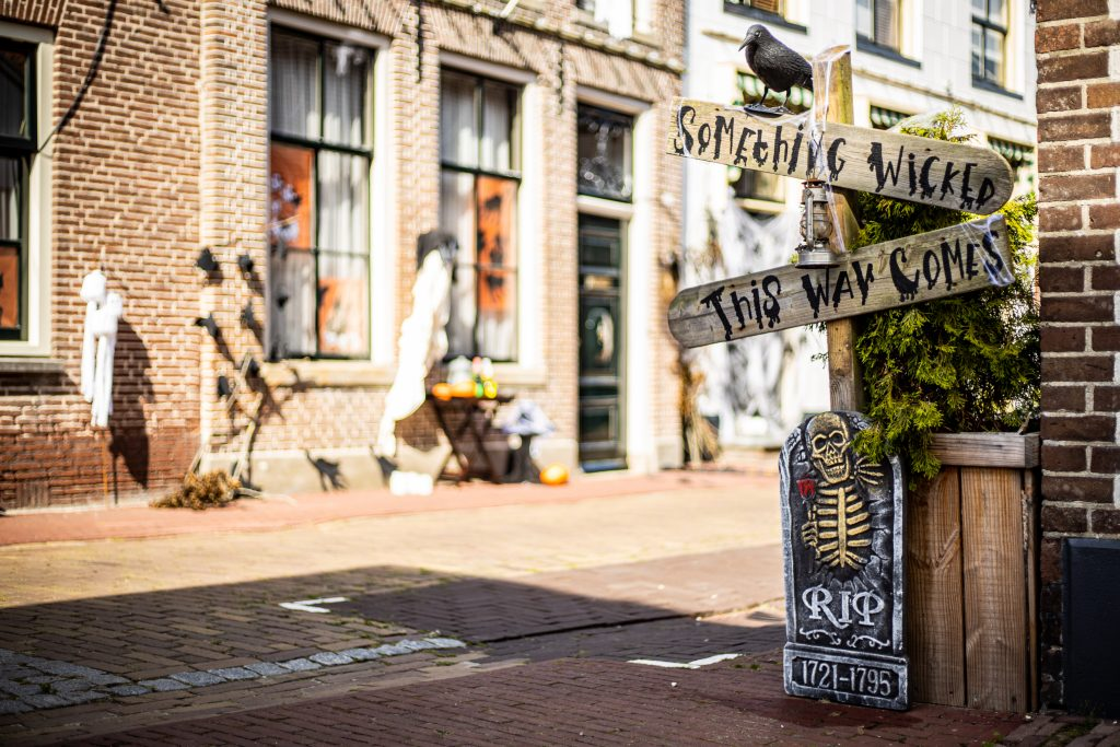 Foto Winnaar 2019: De Kerkstraat met 'Something Wicked This Way Comes'